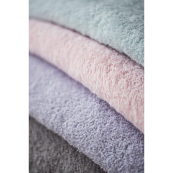 Pilkas rankšluostis su gobtuvu
