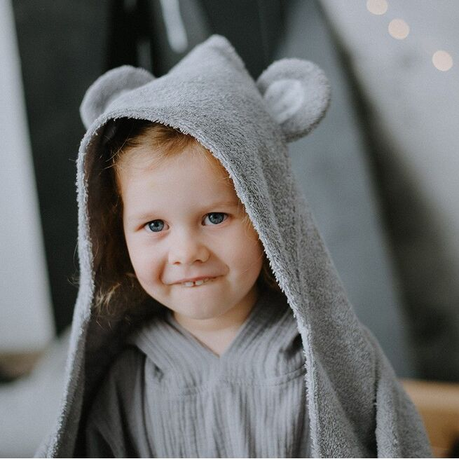 Pilkas rankšluostis su peliuko ausytėmis
