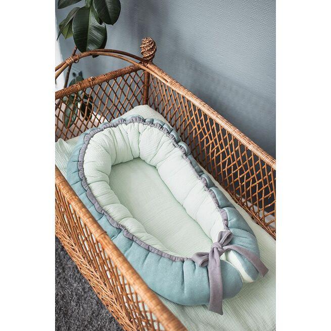 Mėtinis gultelis su muslinu