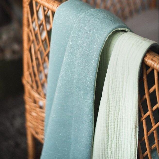 Mėtinės spalvos pašiltintas dvipusis pledukas
