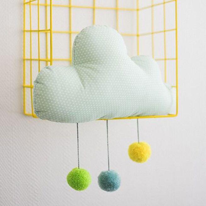 Mėtinis debesėlis su spalvotais kutukais