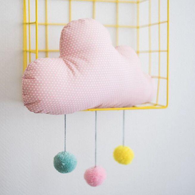 Rožinis debesėlis su spalvotais kutukais