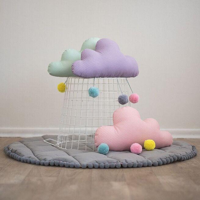Melsvas debesėlis su spalvotais kutukais