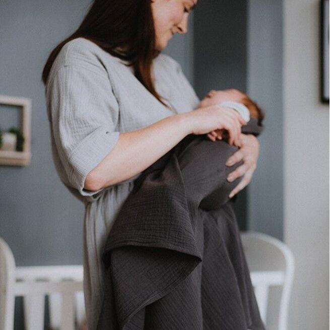 Dvigubas marlinis vystyklas kūdikiui TAMSIAI PILKAS