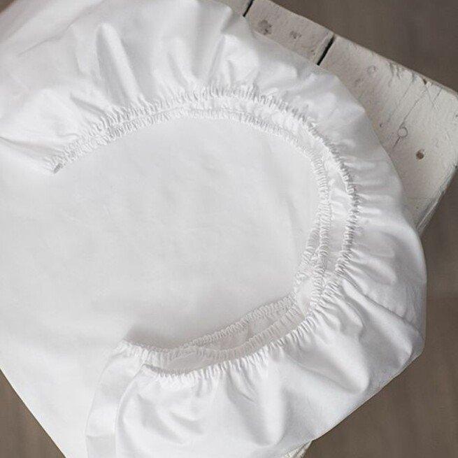 Balta paklodė su guma