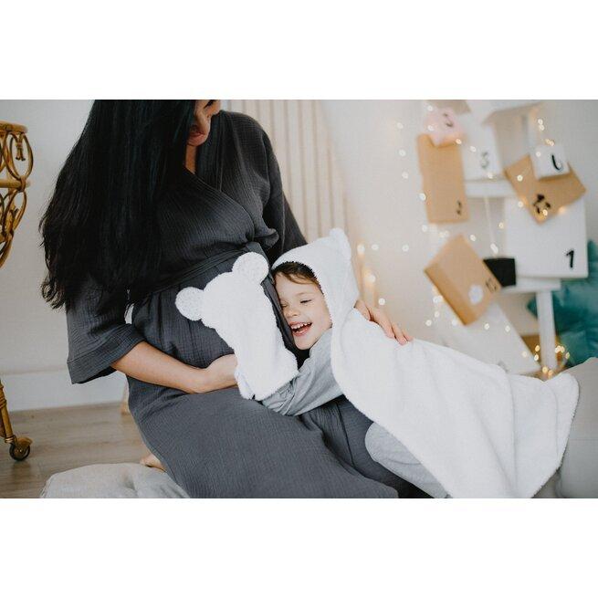 Šviesiai pilkas kūdikio rankšluostis su PELIUKO ausytėmis